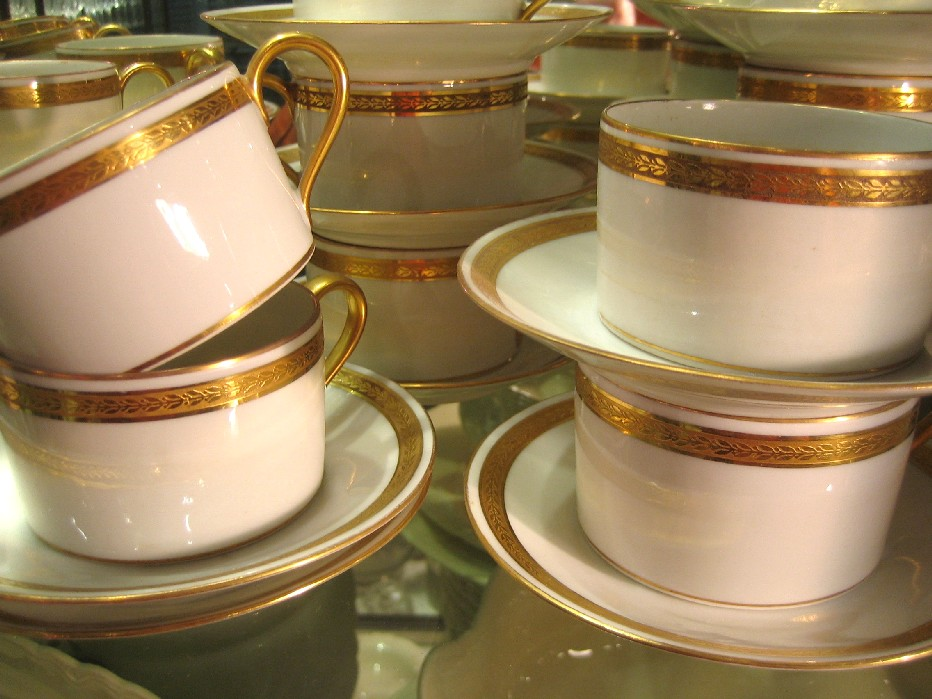 12 tasses th arras tournai porcelaine catalogue cristal de france nicolas giovannoni. Black Bedroom Furniture Sets. Home Design Ideas